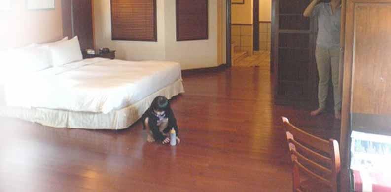 lantai kayu solid kamar tidur