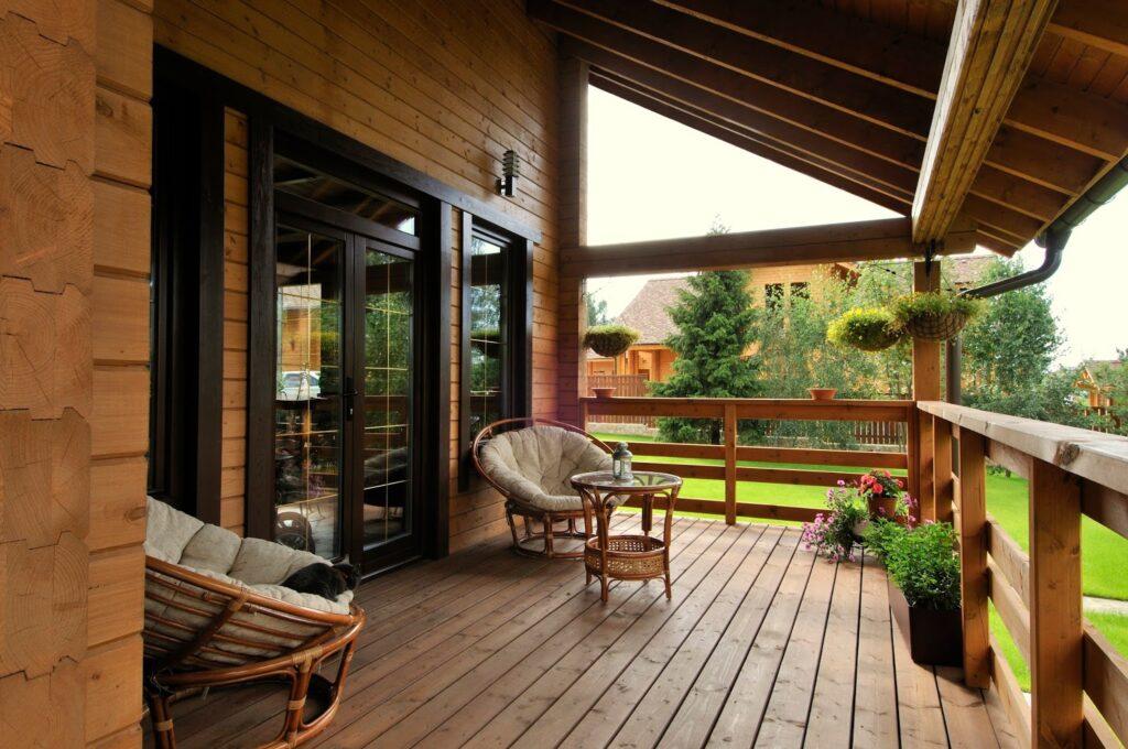lantai kayu untuk halaman rumah