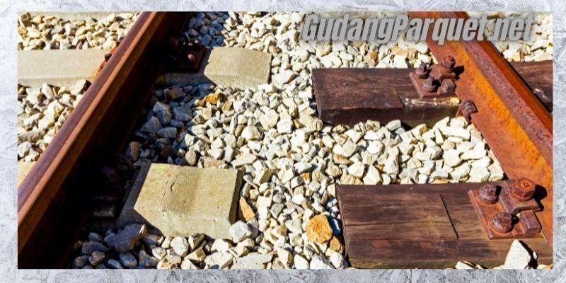 manfaat kayu bengkirai - untuk bantalan rek kereta